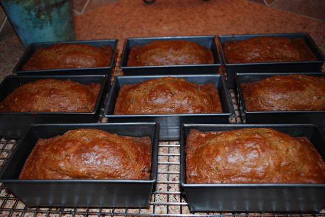 date nut bread loaves
