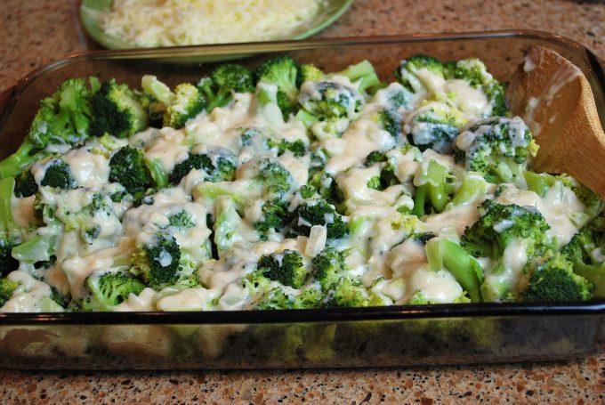 Chicken divan broccoli and sauce