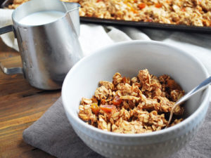Delicious and easy homemade granola recipe with apricots and almonds