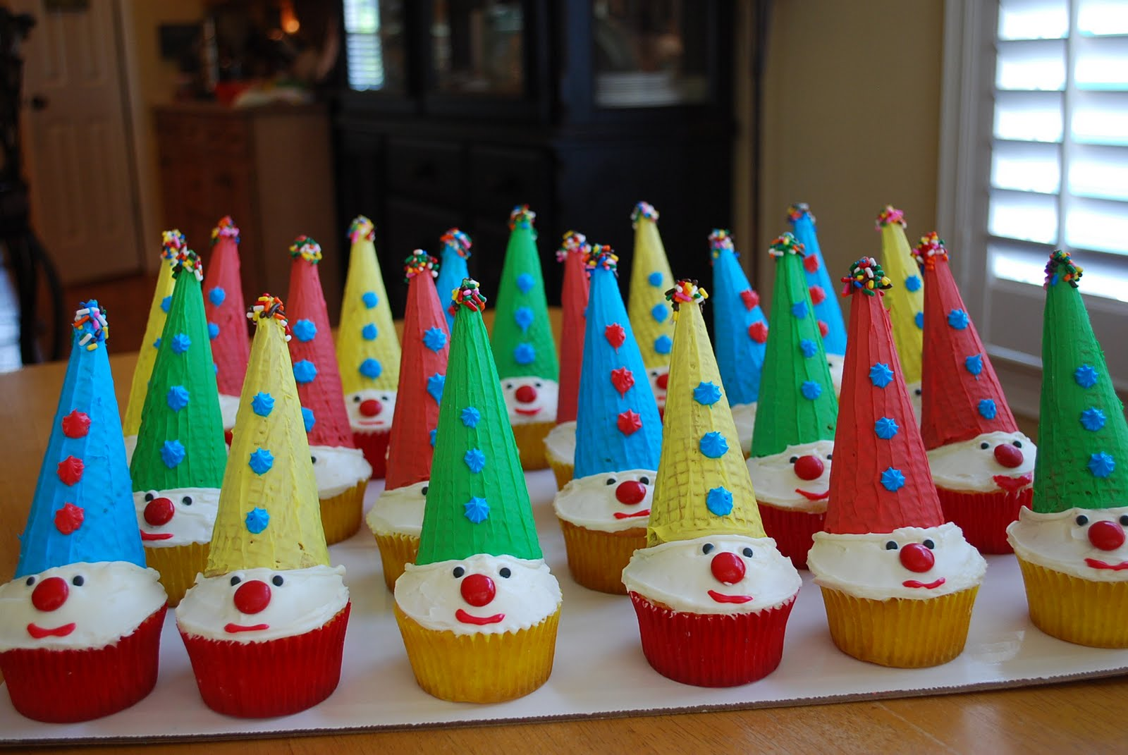 Adorable Carnival Clown Cupcakes For Kids Amee S Savory Dish