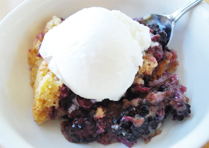 Delicious and Easy Blackberry Cobbler
