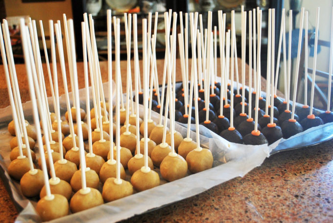 How to dip cake pops so they don't fall apart