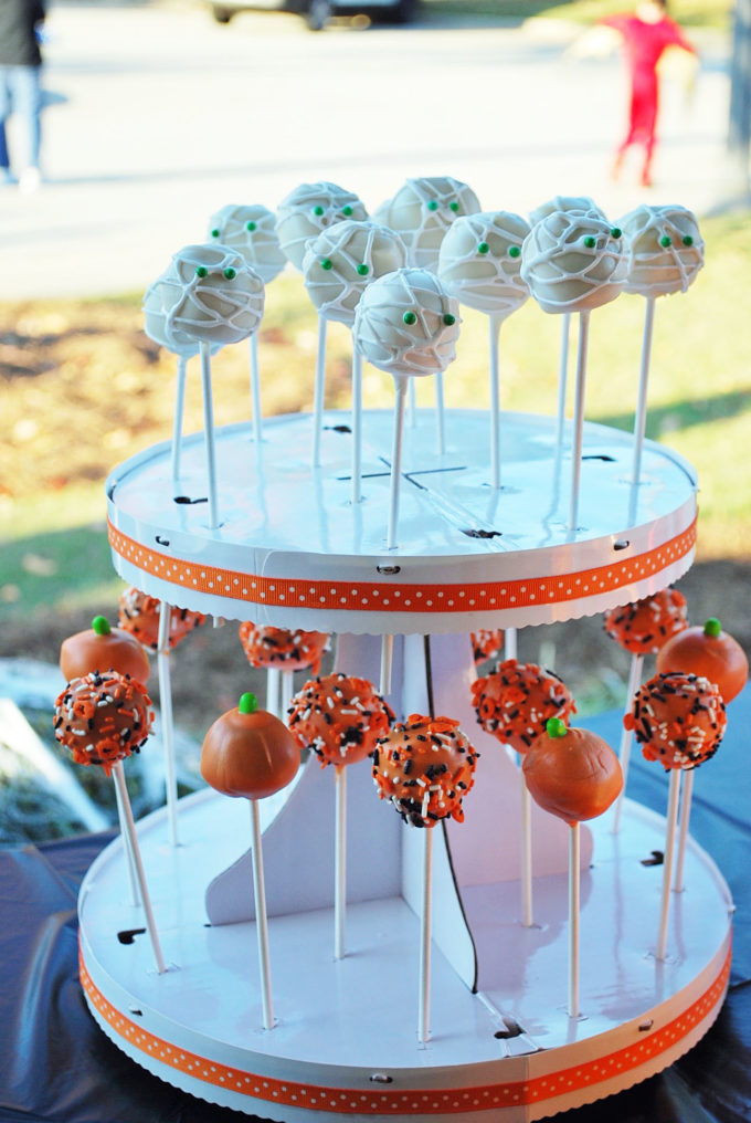 Halloween cake pop ideas perfect for a kids party!