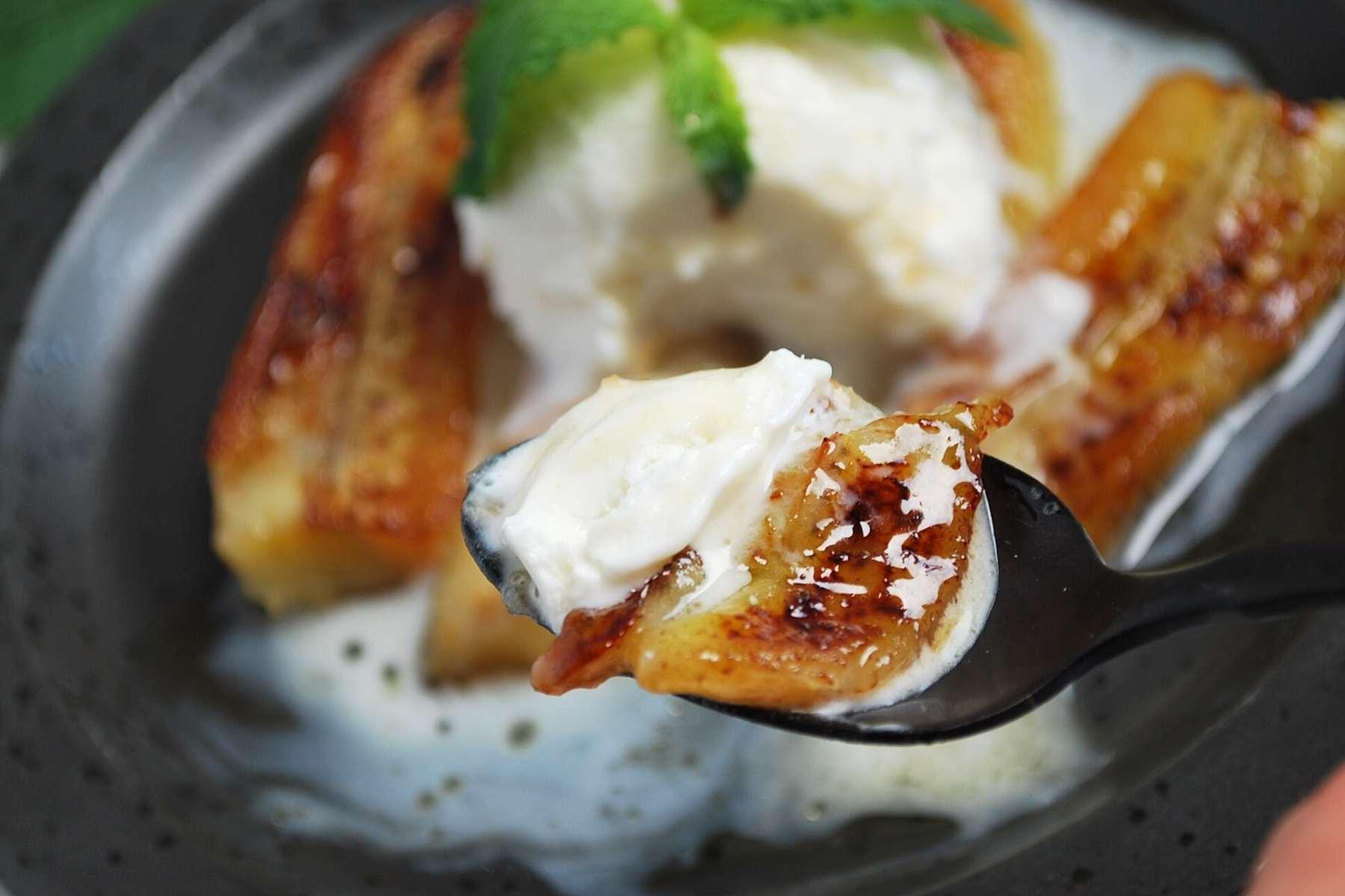 spoonful of caramelized bananas with frozen yogurt