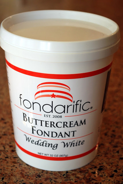 a container of buttercream fondant