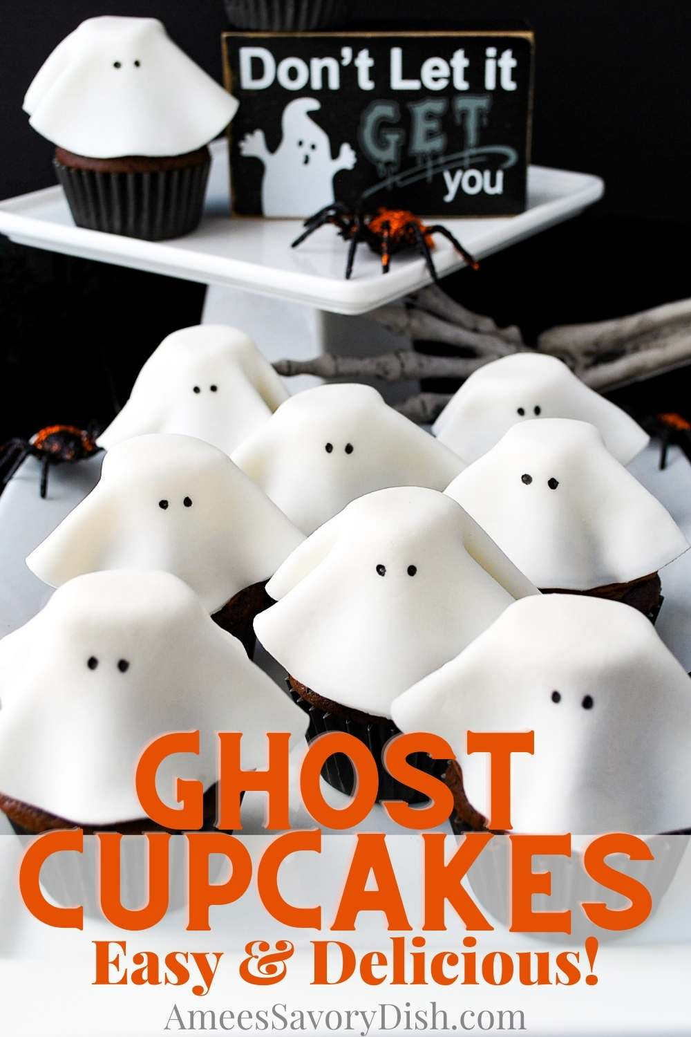 These festive ghost cupcakes will be the hit of your Halloween bash. These adorable fondant ghosts are easy to make using premade fondant, marshmallows, and melted chocolate chips. via @Ameessavorydish