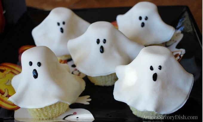 Simple Ghost Cupcakes