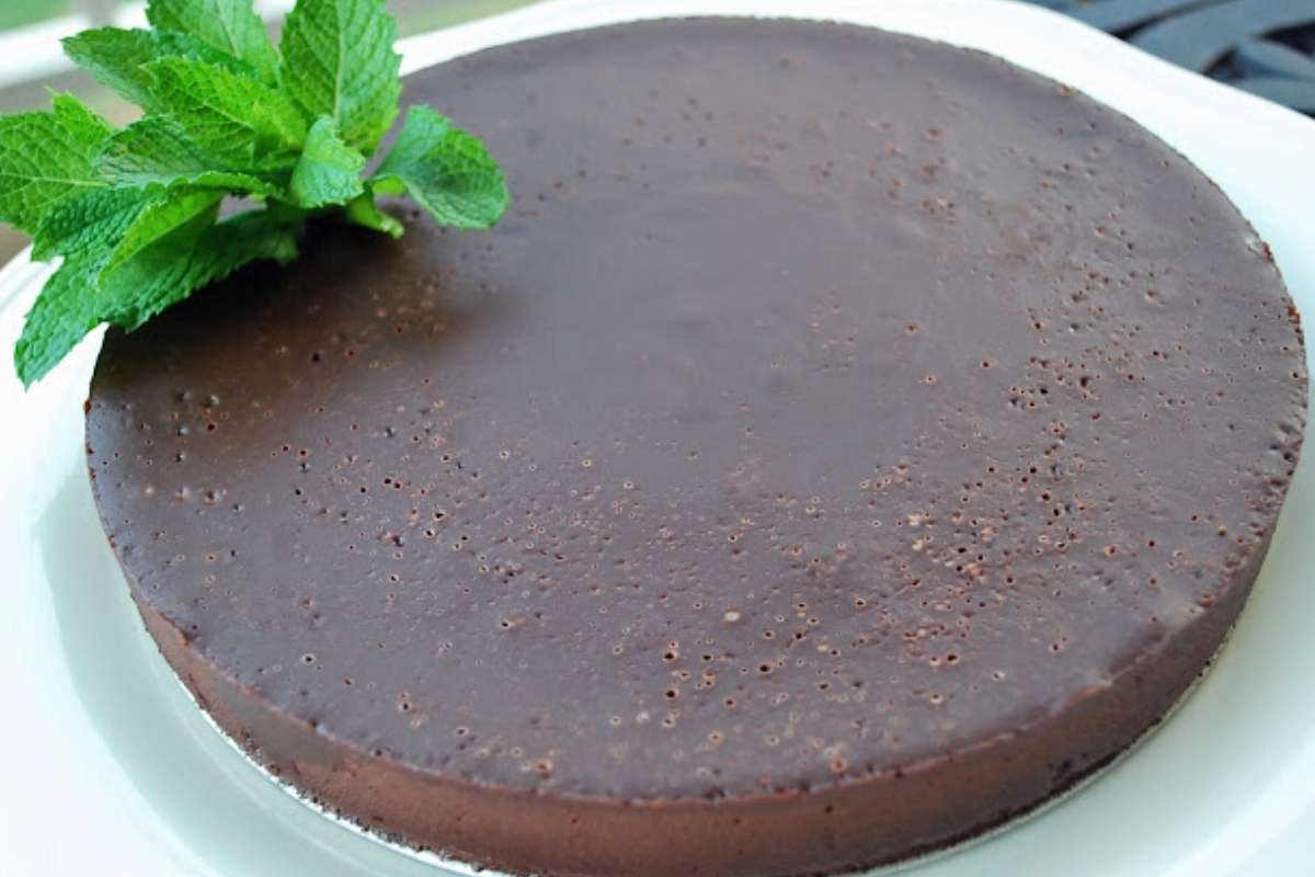 Cooled flourless chocolate cake ready to slice