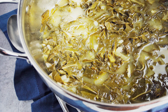 Easy Southern style collard greens with baconare a delicious and easy, classic southern side dish made usingfresh collard greens, onions, garlic, and bacon fat.