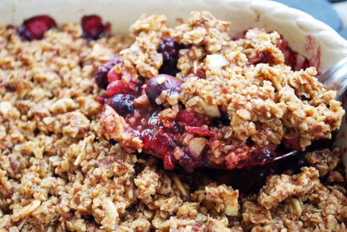 an easy recipe for berry crumble using frozen fruit and oats