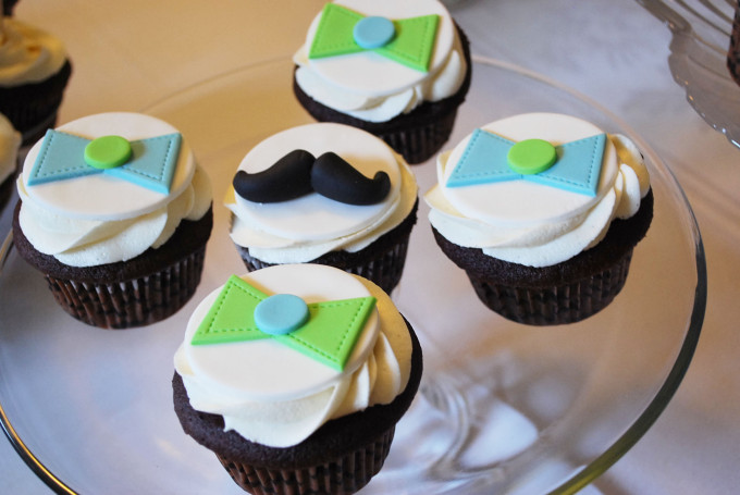 mustache and bow tie cupcakes for a southern gentleman themed baby shower