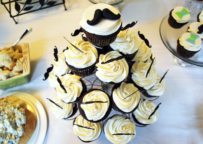 southern gentleman mustache cupcakes