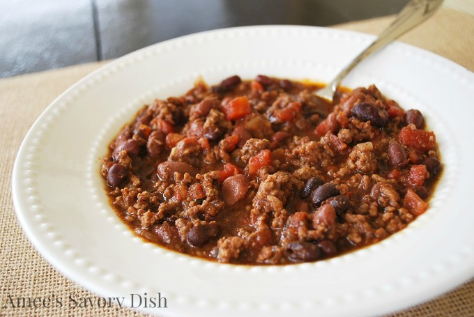 Slow cooker beef chili is a hearty, comfort food dinner recipe, made simply in a slow cooker.