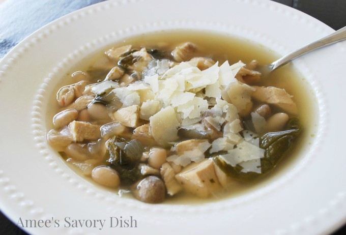 slow cooker soup with chicken, spinach, and white beans