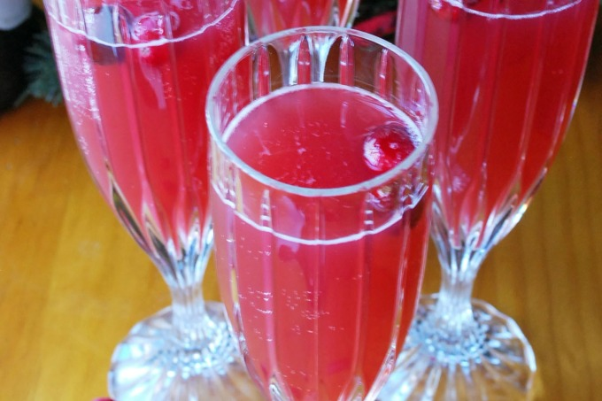 Merry Berry Spritzer Cocktail