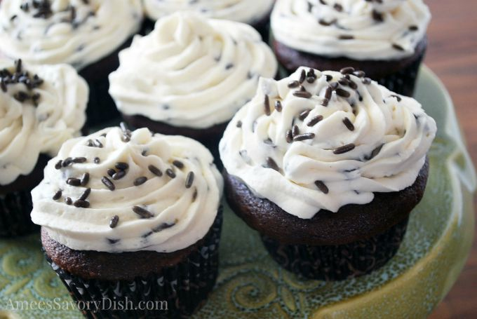 Devil's Food Cupcakes with Chocolate Chip Buttercream #BackToSchool