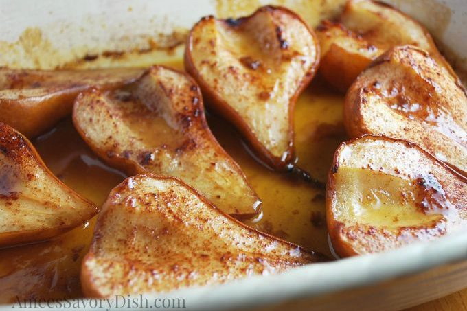 A deliciously easy recipe for roasted maple pears
