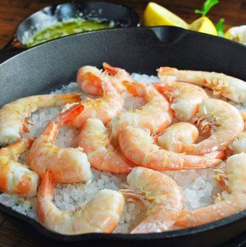 cooked shrimp over rock salt in a cast iron skillet