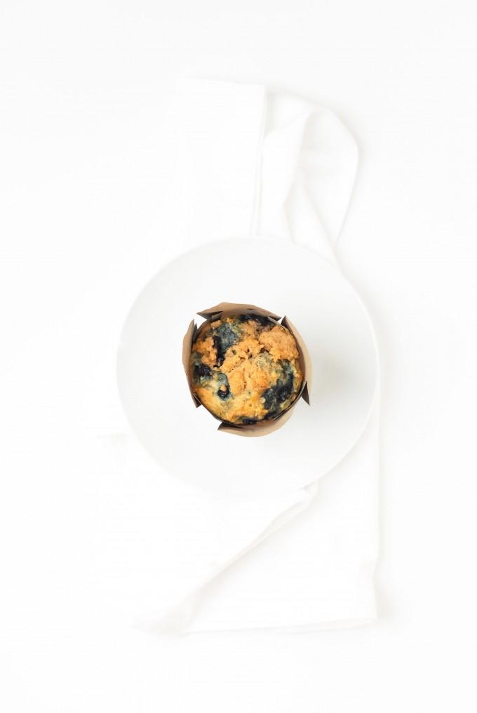 wild blueberry streusel muffins top