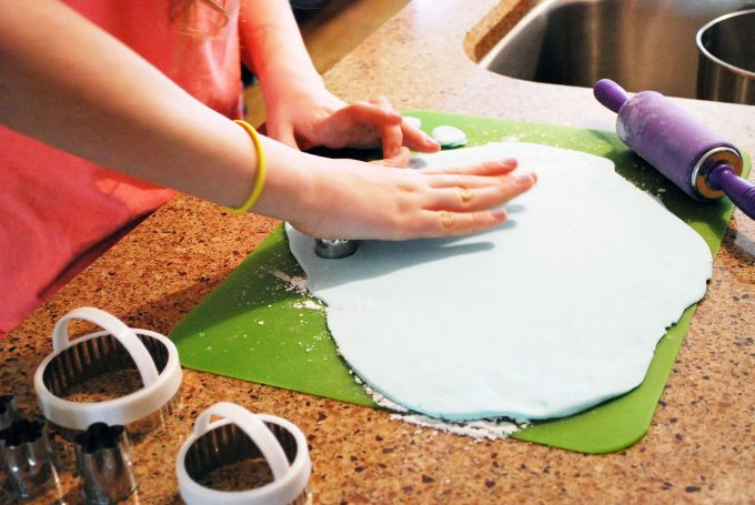 Decorating with marshmallow fondant