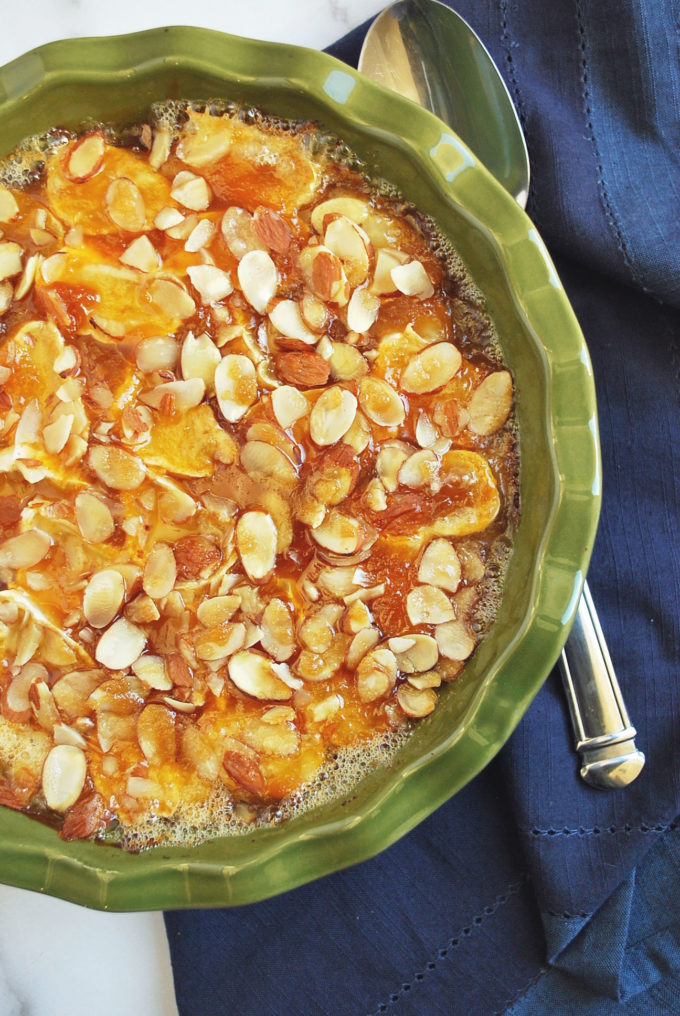 The best baked brie with apricot jam and almonds recipe